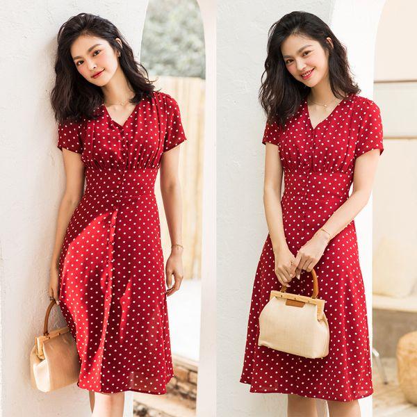 Váy chấm bi màu đỏ sang chảnh