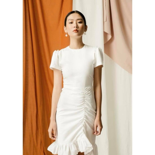 Đầm đuôi cá nhún thân màu trắng