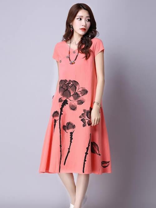 Đầm suông màu hồng họa tiết cánh sen