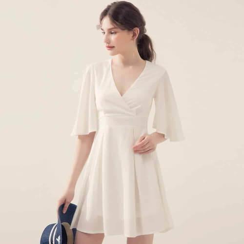 Đầm voan trắng xẻ ngực dáng ngắn