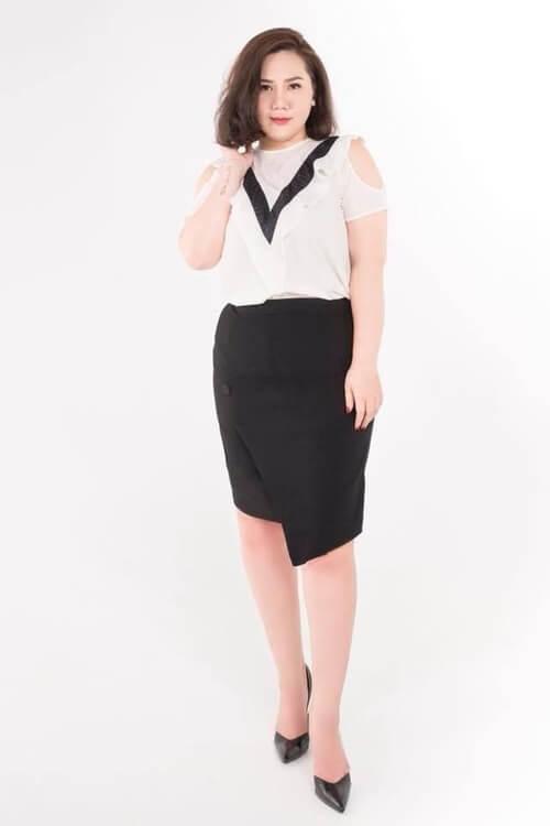 Chân váy xẻ tà kết hợp áo voan trắng cách điệu