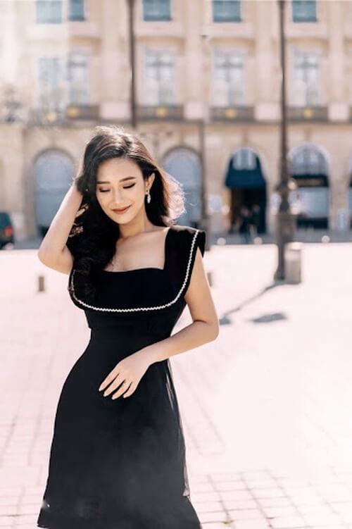 Đầm đen cổ vuông viền trắng