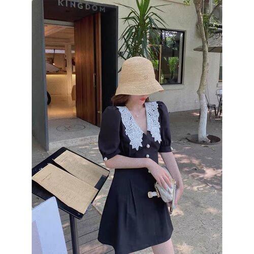 Mẫu đầm đen cổ bẻ viền ren trắng