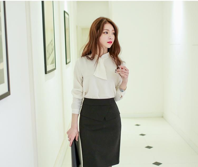 Chân váy bút chì kết hợp áo voan trắng