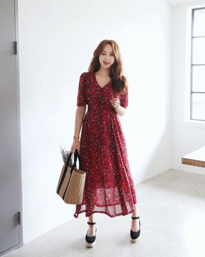 Đầm hoa đỏ mận dáng dài